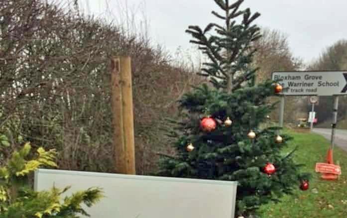 Low-life steals Xmas Tree – 3/4th Dec 2018